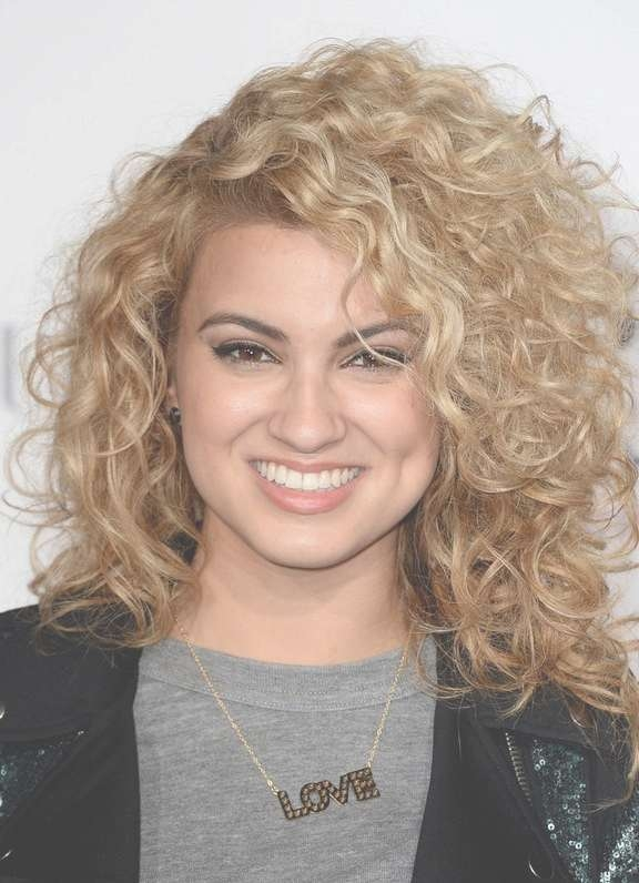 Tori Kelly Shoulder Length Curly Hairstyle For Square Faces Inside Recent Best Medium Haircuts For Square Faces (View 25 of 25)