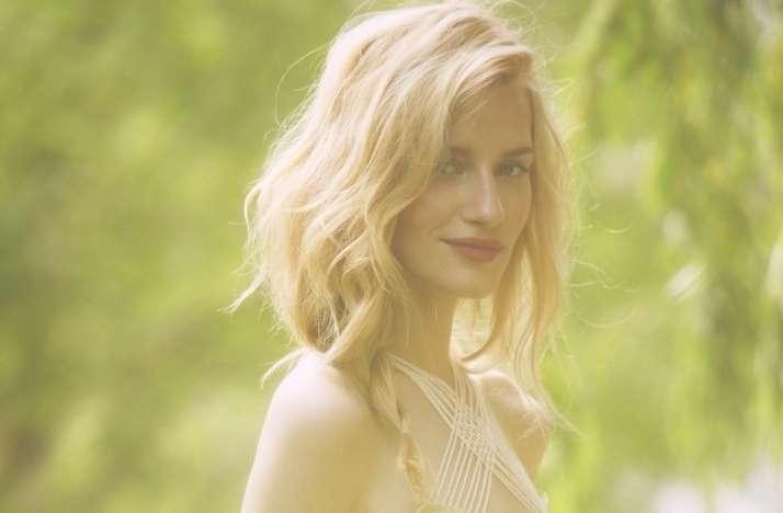 Featured Photo of Bohemian Medium Hairstyles