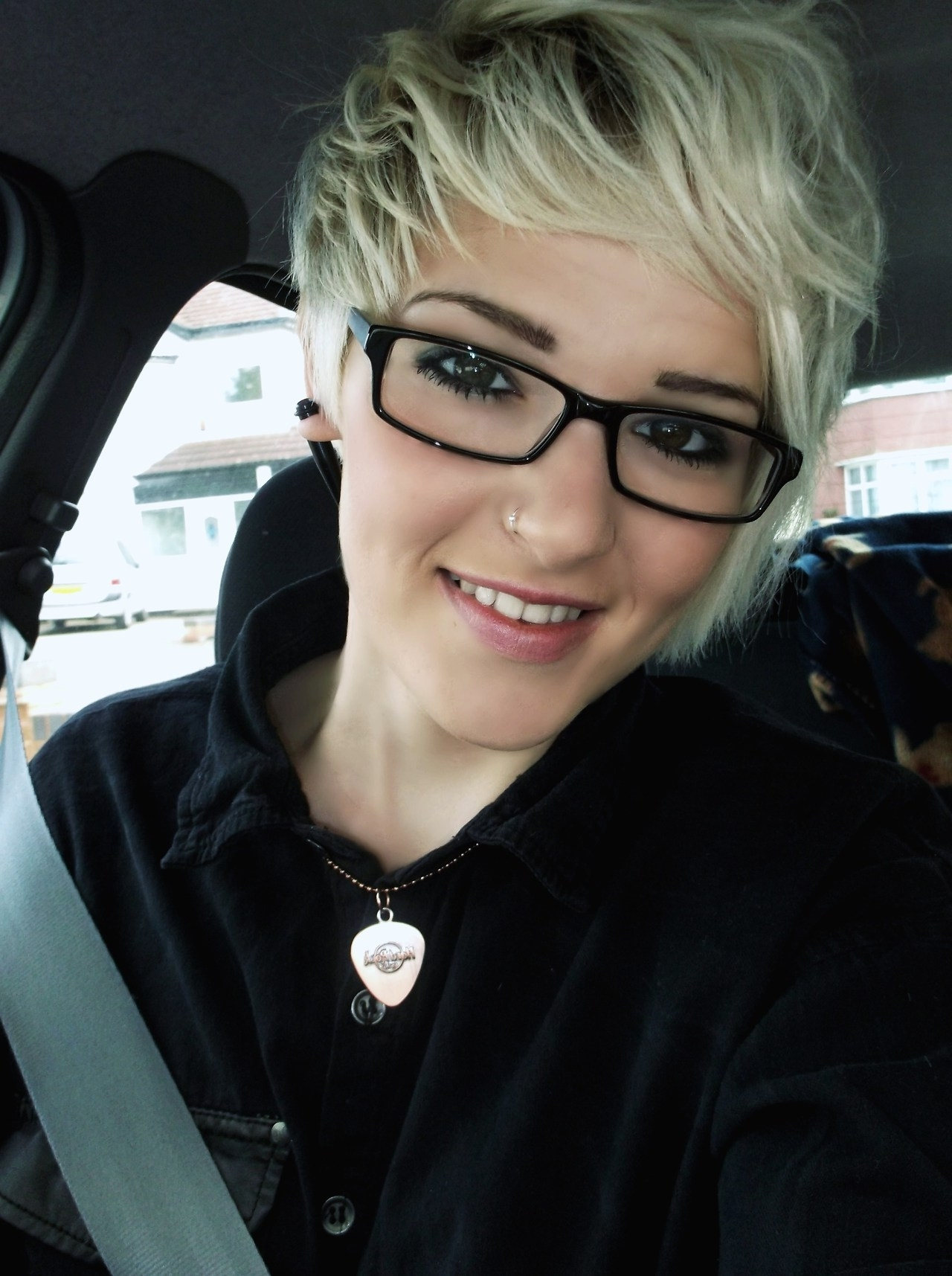 Blonde Short Hair Pixie Cut (View 5 of 15)