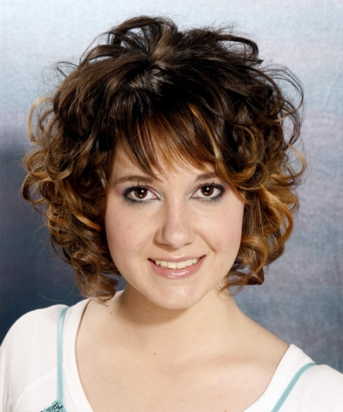 Displaying Photos Of Short Shaggy Hairstyles For Curly Hair View 13