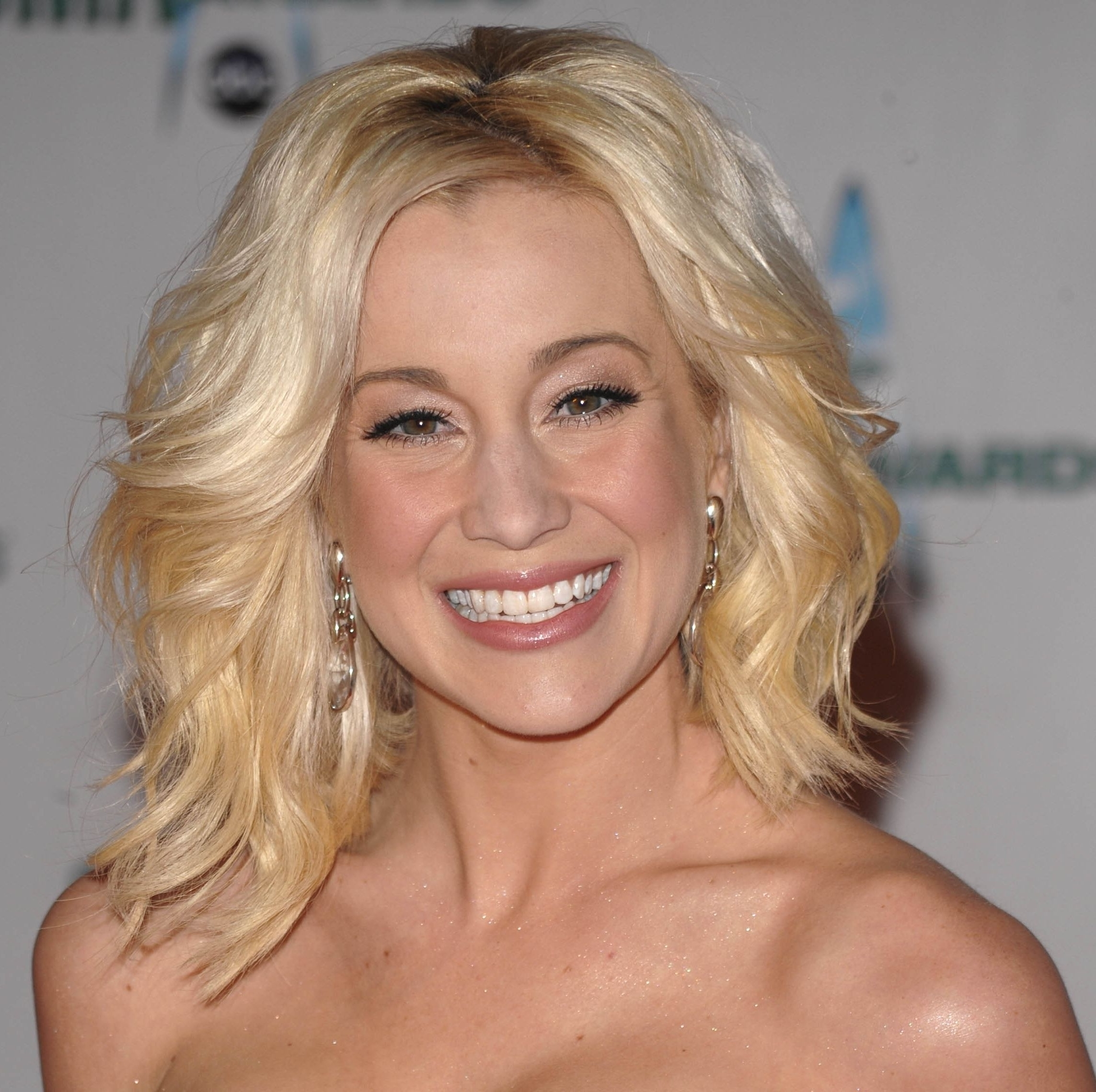 Photos of Kellie Pickler Pixie Hairstyles (Showing 11 of 15 Photos)