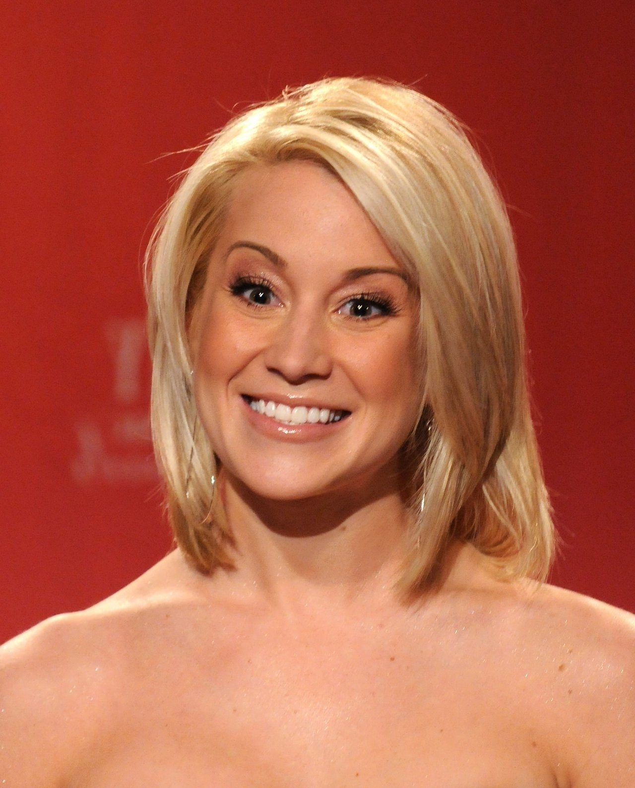 Showing Photos of Kellie Pickler Pixie Hairstyles (View 5 of 15 Photos)