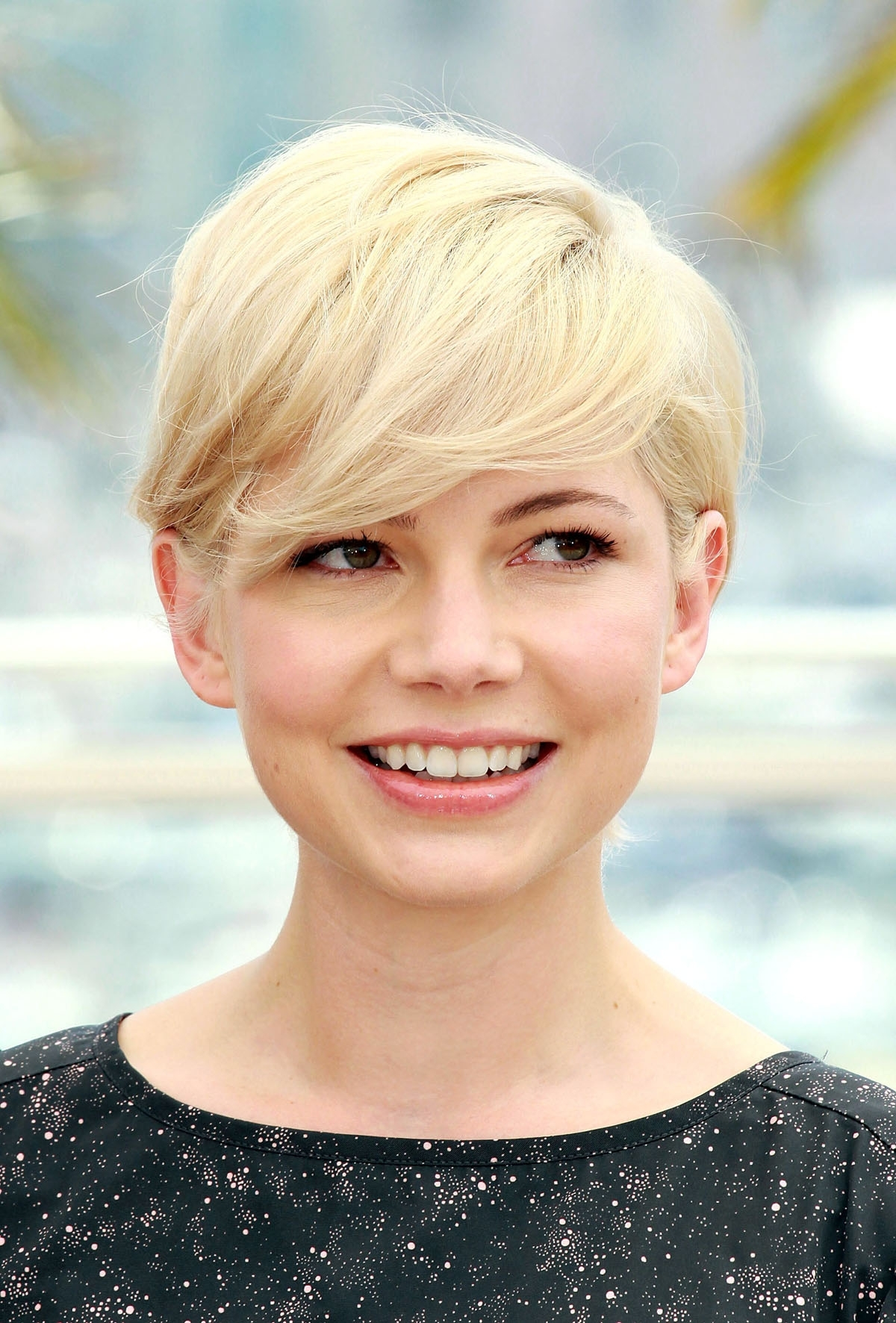Displaying Photos Of Pixie Hairstyles For Diamond Shaped Face View