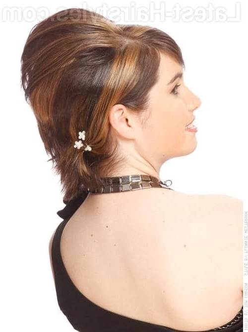24 Chic Updos For Short Hair These Are Hot For 2018! For Most Recent Updo Hairstyles For Bob Hairstyles (View 9 of 15)