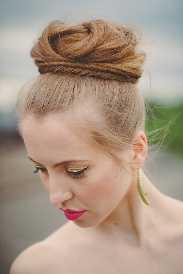 30 Top Knot Bun Wedding Hairstyles That Will Inspire(With Tutorial Regarding Newest Bridal Bun Updo Hairstyles (View 6 of 15)