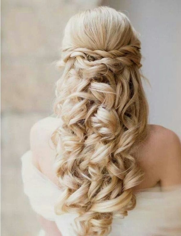 35 Pretty Half Updo Wedding Hairstyles – Weddingomania Regarding Newest Wedding Half Updo Hairstyles (View 15 of 15)