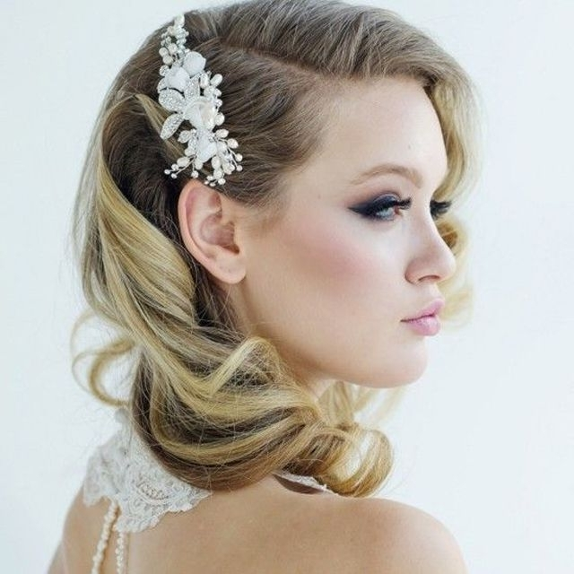 35 Romantic Wedding Updos For Medium Hair – Wedding Hairstyles 2018 Intended For Current Wedding Updos Shoulder Length Hairstyles (View 11 of 15)