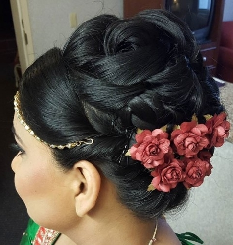 40 Indian Bridal Hairstyles Perfect For Your Wedding Inside Intended For 2018 Indian Updo Hairstyles (View 3 of 15)