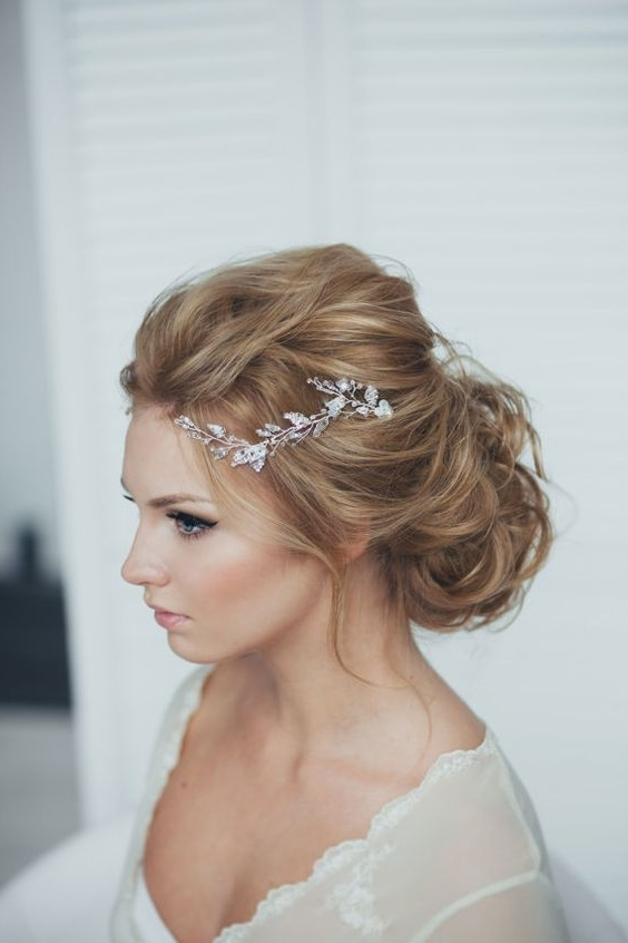 41 Trendy And Chic Messy Wedding Hairstyles – Weddingomania Pertaining To Recent Messy Updo Hairstyles For Wedding (View 4 of 15)
