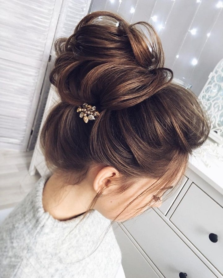Chic Messy Bun For Straight Hair | Wedding Bun Hairstyles, Wedding Intended For Newest Updo Hairstyles For Wedding (View 11 of 15)