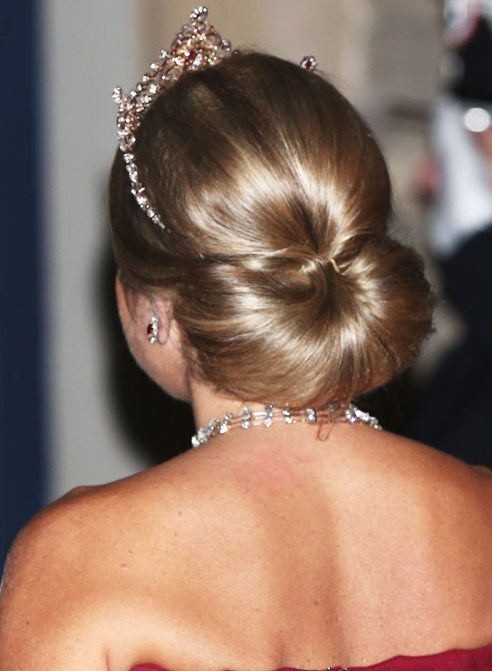 Gorgeous Short Updo Hairstyles Throughout Newest Bridal Bun Updo Hairstyles (View 12 of 15)