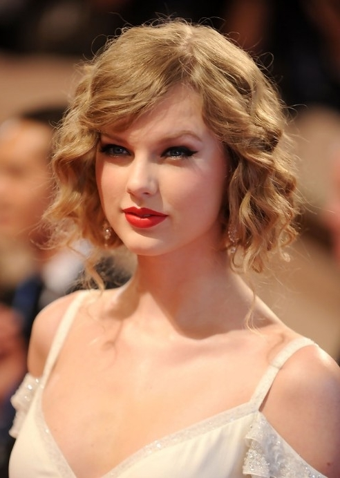 Taylor Swift Faux Bob: Chic Curly Wavy Bob Hairstyle | Curly Updo Intended For Most Up To Date Updo Hairstyles For Bob Hairstyles (View 13 of 15)
