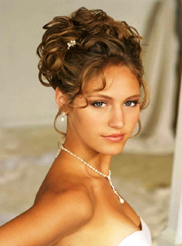 Updo Hairstyles With Shoulder Length Hair And Strapless Dress Regarding Current Updo Hairstyles For Strapless Dress (View 10 of 15)