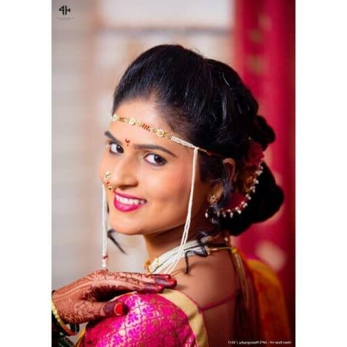 13 Amazing Maharashtrian Bridal Hairstyles To Get Inspired With Regard To Maharashtrian Wedding Hairstyles For Long Hair (View 3 of 15)