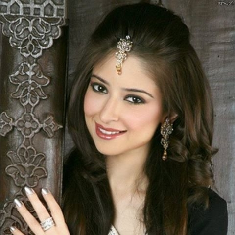 15 Indian Bridal Hairstyles For Short To Medium Length Hair | New Inside Indian Bridal Hairstyles For Medium Length Hair (View 2 of 15)