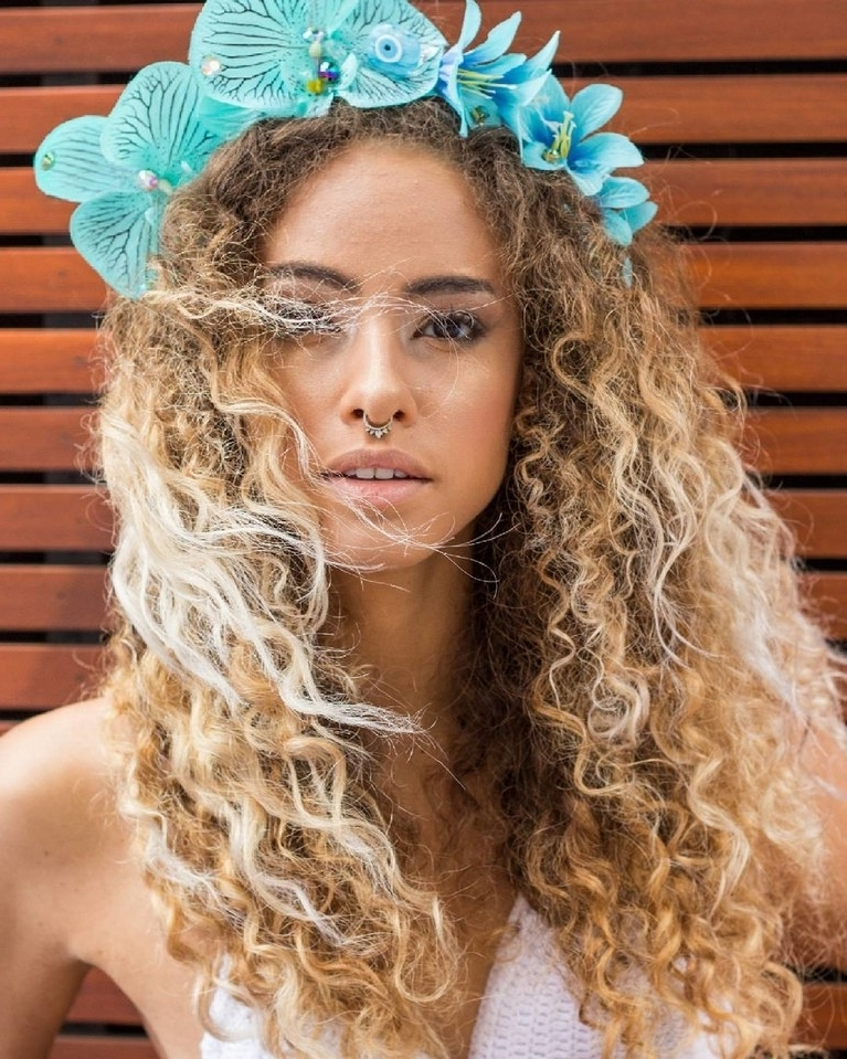 16 Wedding Hairstyles For Curly Hair | Brides With Wedding Hairstyles With Curls (View 9 of 15)
