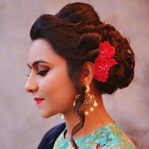 17 Best Wedding Hairstyles For Short Hair: Ideas For Indian Brides With Regard To Maharashtrian Wedding Hairstyles For Long Hair (View 8 of 15)