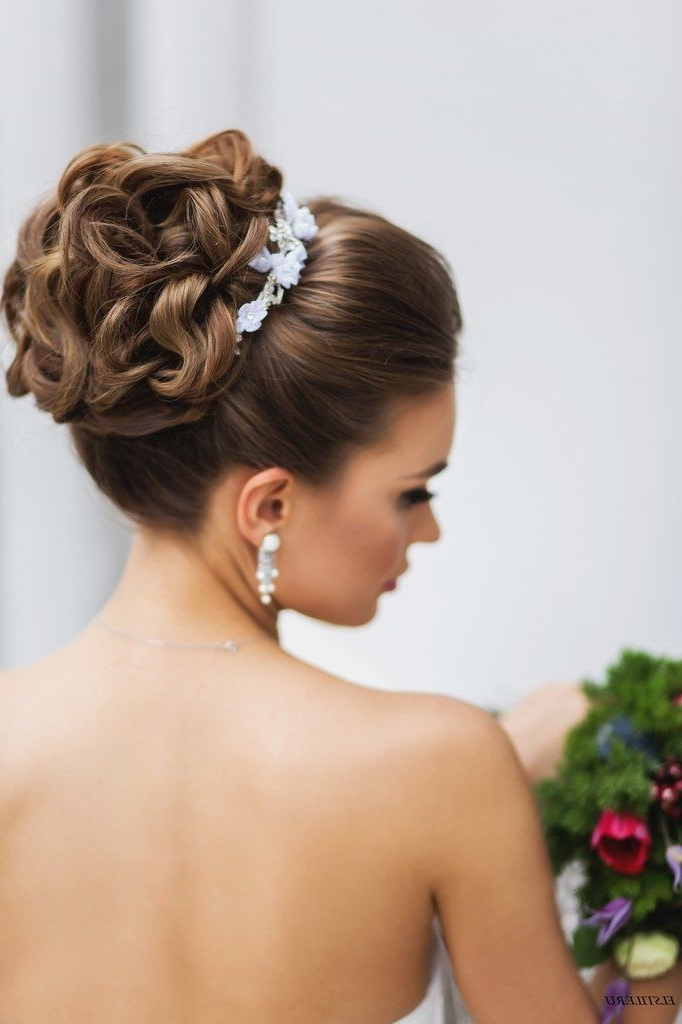 17 Cute Bun Hairstyles For Elegant Ladies Fall Winter 2017 – Hairstyles Throughout Wedding Bun Hairstyles (View 1 of 15)