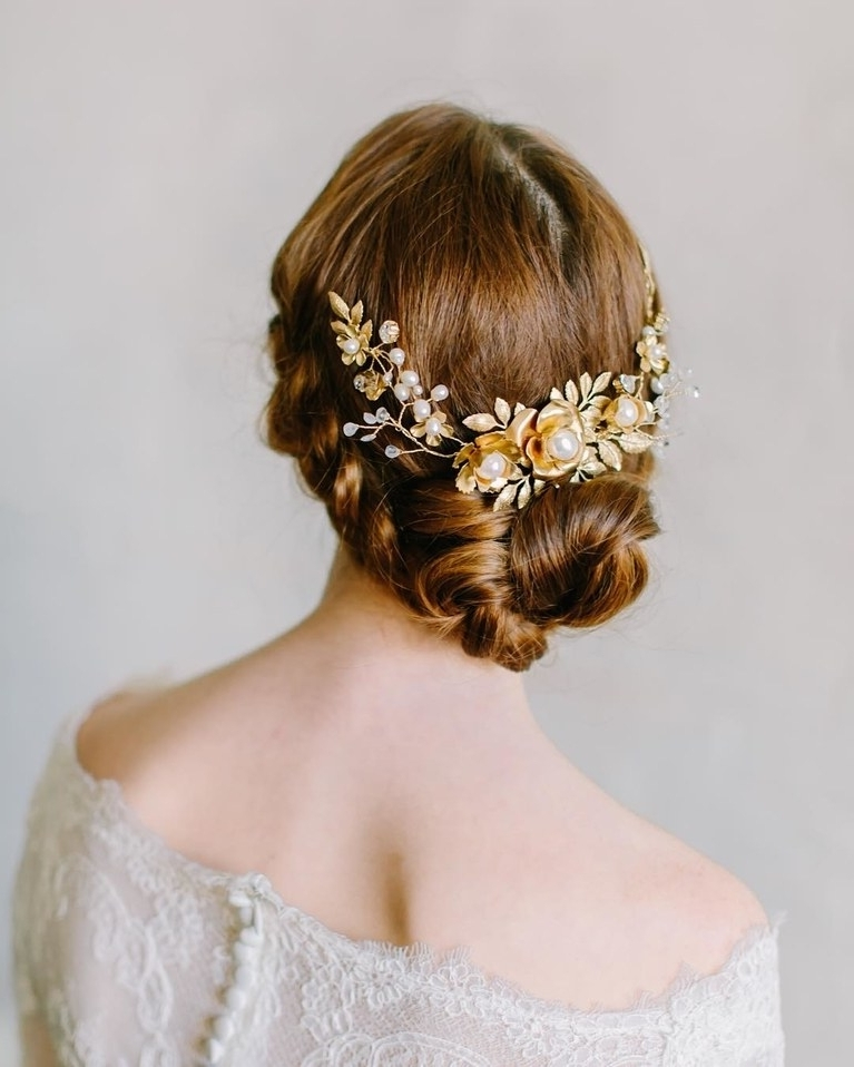 18 Wedding Ready Buns, Knots And Chignon Updos For Every Type Of Inside Chignon Wedding Hairstyles (View 1 of 15)