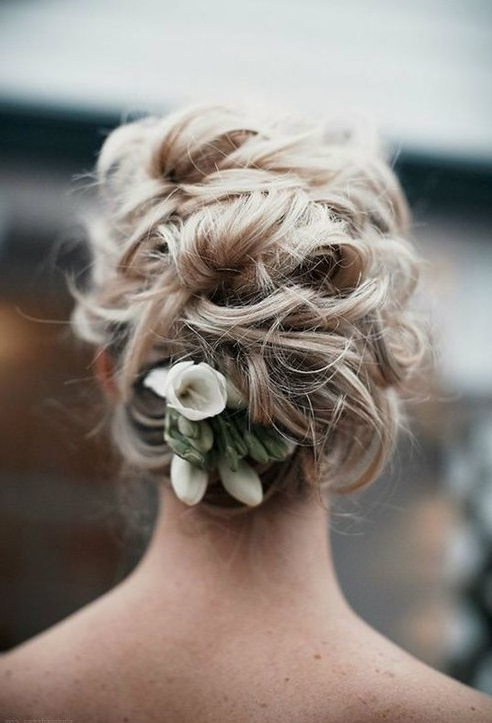 20 Gorgeous Messy Wedding Updos – Pretty Designs Within Messy Updos Wedding Hairstyles (View 14 of 15)