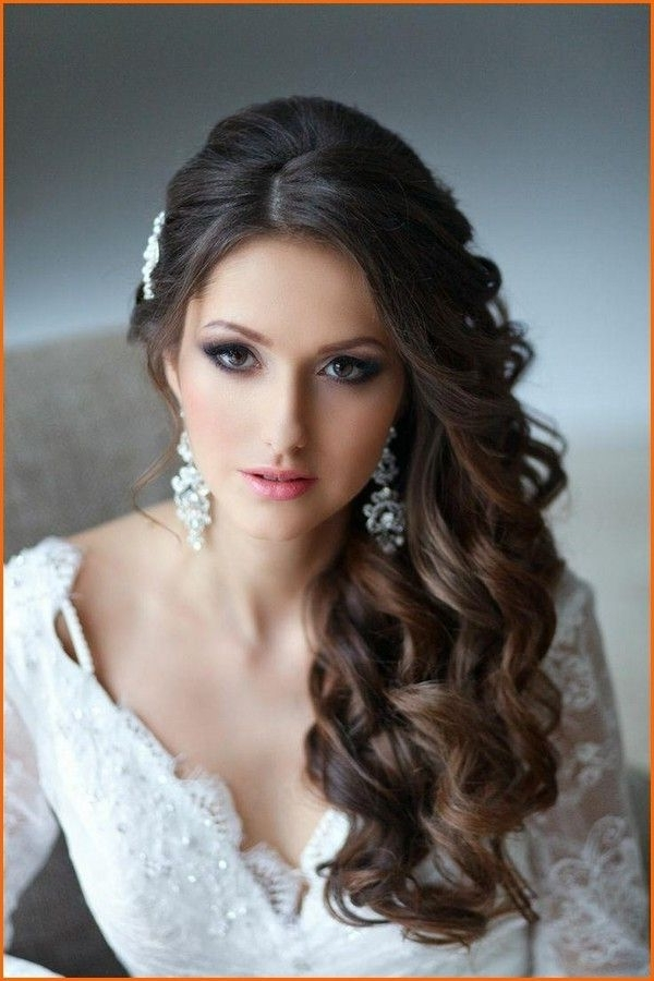 Featured Photo of Wedding Hairstyles For Round Faces