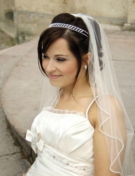 24 Best Wedding Hairstyles For Short Hair – Easyday Intended For Bridal Hairstyles For Short Length Hair With Veil (View 1 of 15)