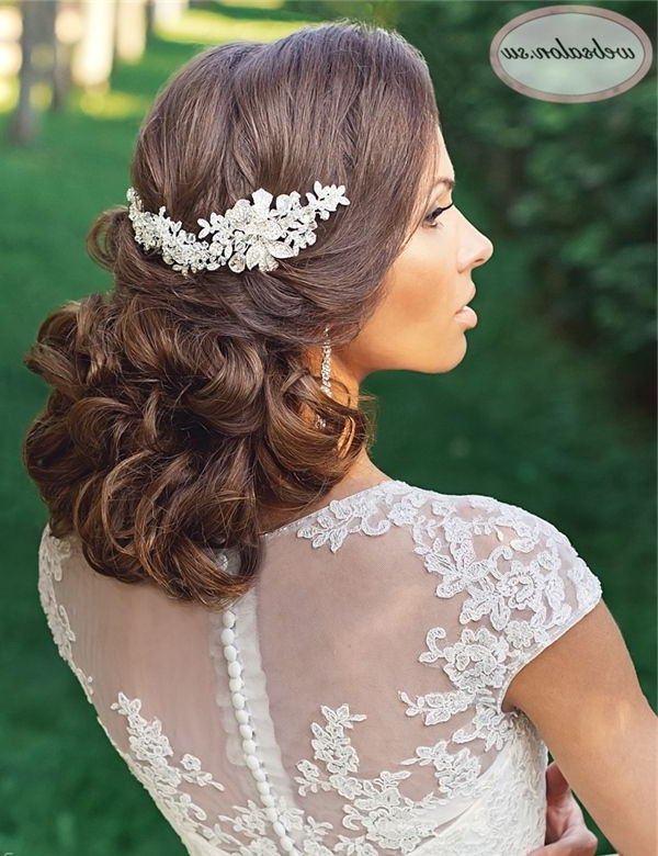 25 Incredibly Eye Catching Long Hairstyles For Wedding | Wavy Inside Wedding Hairstyles For Medium Length Wavy Hair (View 13 of 15)