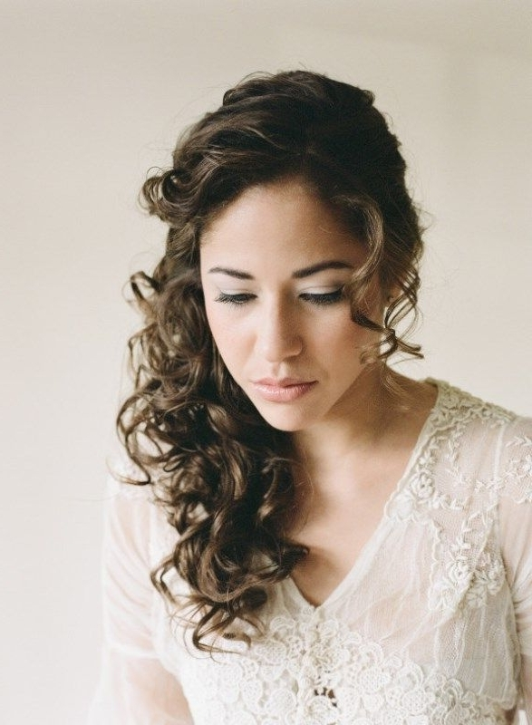 29 Charming Bride's Wedding Hairstyles For Naturally Curly Hair With Regard To Wedding Hairstyles For Curly Hair (View 3 of 15)