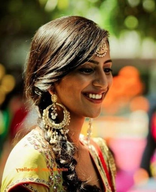 30 Best Indian Bridal Hairstyles For Women With Long Hair Intended For North Indian Wedding Hairstyles For Long Hair (View 3 of 15)