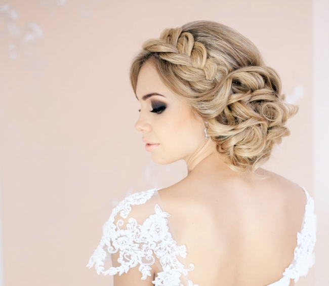 30 Creative And Unique Wedding Hairstyle Ideas – Modwedding Inside Quirky Wedding Hairstyles (View 2 of 15)