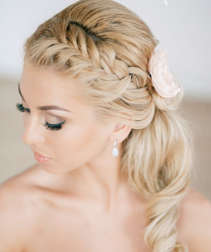 30 Creative And Unique Wedding Hairstyle Ideas – Modwedding Pertaining To Quirky Wedding Hairstyles (View 14 of 15)