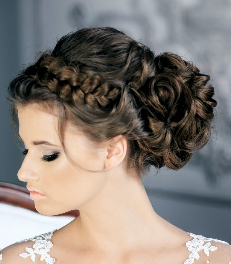 30 Creative And Unique Wedding Hairstyle Ideas – Modwedding Within Quirky Wedding Hairstyles (View 5 of 15)