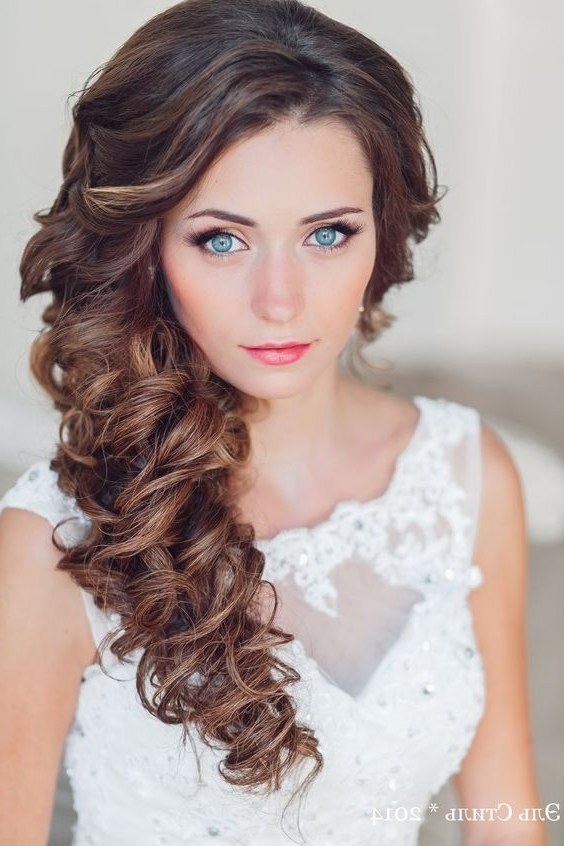 34 Elegant Side Swept Hairstyles You Should Try – Weddingomania With Regard To Wedding Hairstyles On The Side With Curls (View 4 of 15)
