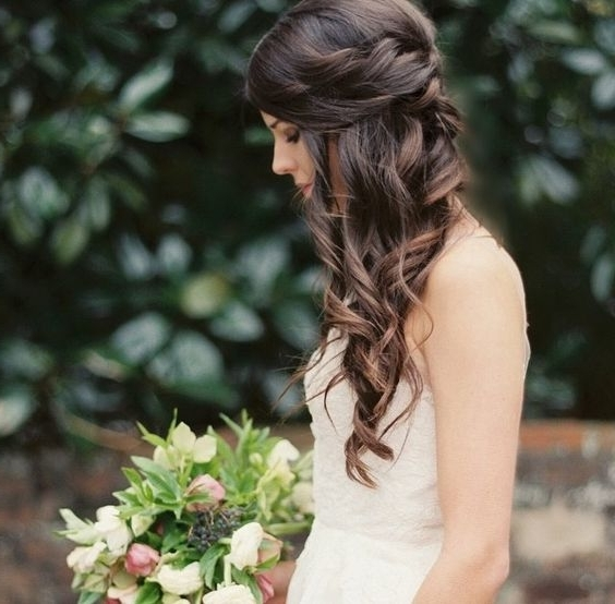 34 Elegant Side Swept Hairstyles You Should Try – Weddingomania With Wedding Hairstyles On The Side With Curls (View 15 of 15)