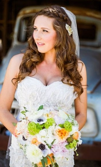 37 Half Up Half Down Wedding Hairstyles Anyone Would Love With Half Up Half Down With Veil Wedding Hairstyles (View 6 of 15)