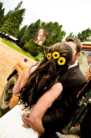40+ Super Cool Ideas To Incorporate Sunflowers To Your Wedding Intended For Wedding Hairstyles With Sunflowers (View 7 of 15)
