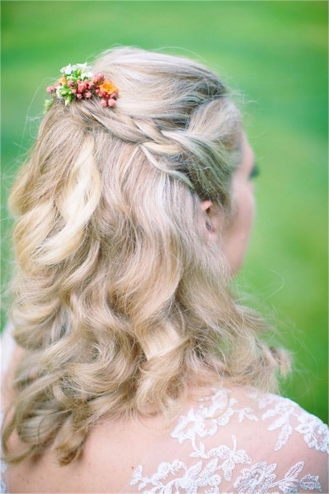 47 Simple Wedding Hairstyles That Are Easy To Master | Hitched.co (View 4 of 15)
