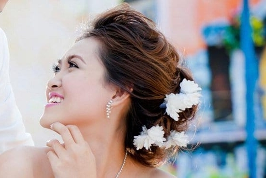 5 Bridal Hair Styles For Round Face – Wiseshe Regarding Wedding Hairstyles For Slim Face (View 7 of 15)