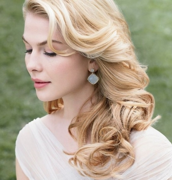 6 Awesome Curly Wedding Hairstyles – Elasdress Throughout Wedding Hairstyles For Long Loose Curls Hair (View 2 of 15)