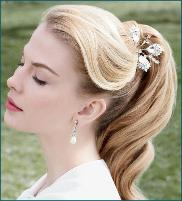 60+ Wedding & Bridal Hairstyle Ideas, Trends & Inspiration – The Xerxes Intended For Classic Wedding Hairstyles (View 3 of 15)
