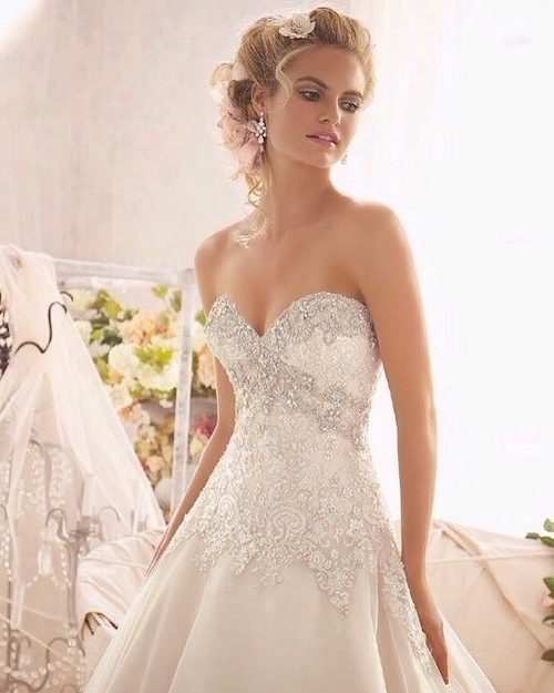 73 Unique Wedding Hairstyles For Different Necklines 2017 Within Wedding Hairstyles For A Strapless Dress (View 13 of 15)