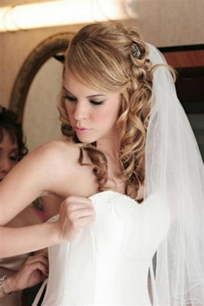 Blond Curly Hair With Veil For Wedding Hairstyles | Girls Hair Ideas Intended For Wedding Hairstyles For Long Curly Hair With Veil (View 4 of 15)