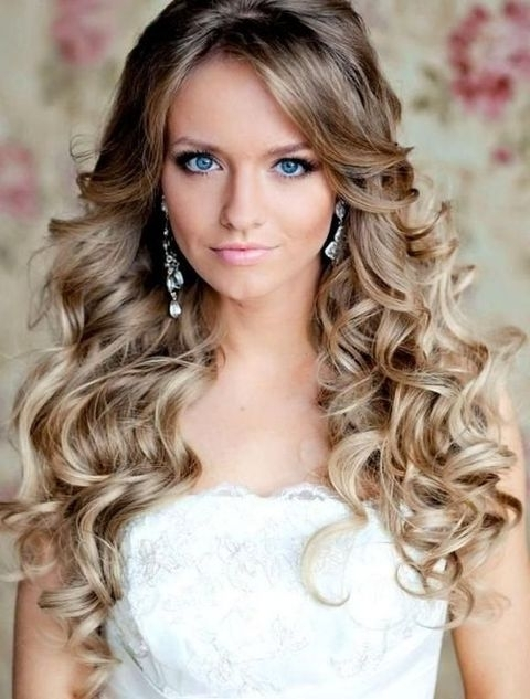 Breathtaking Wedding Hairstyles With Curls | Happywedd Throughout Wedding Hairstyles With Curls (View 12 of 15)