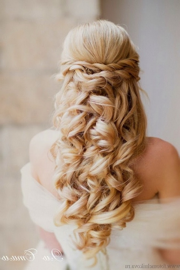 Elegant Wedding Hairstyles: Half Up Half Down | Tulle & Chantilly Inside Half Up Half Down Curly Wedding Hairstyles (View 6 of 15)