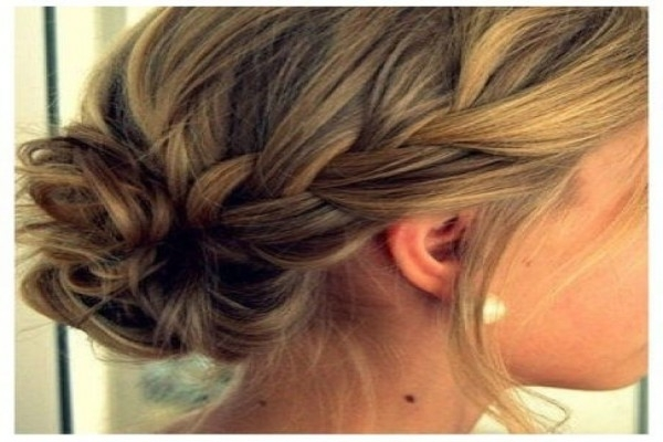 Five Moments To Remember From Wedding | Webshop Nature With Wedding Hairstyles For Medium Length Straight Hair (View 11 of 15)