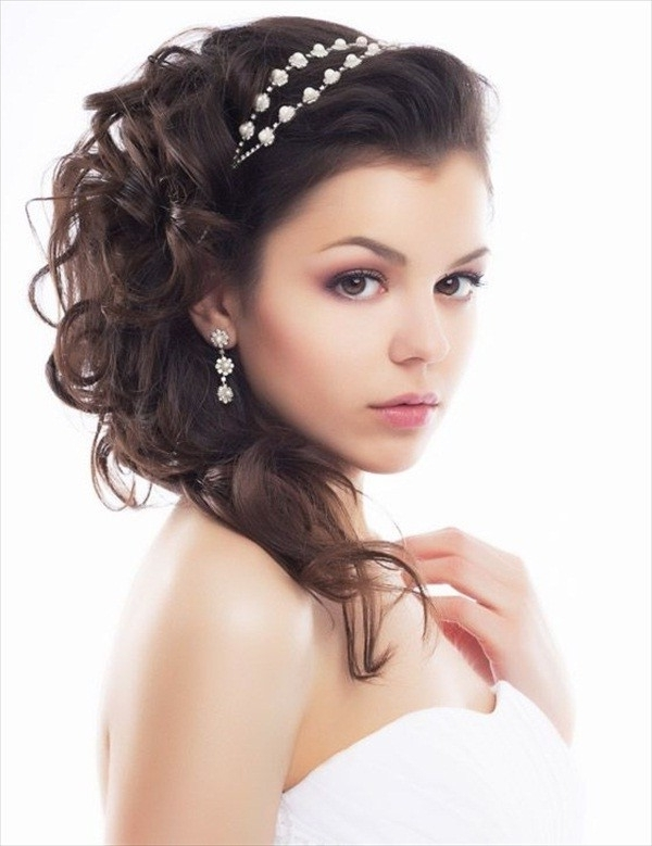 Hairstyles For Brides With Round Faces Shape Within Wedding Hairstyles For Round Face (View 14 of 15)