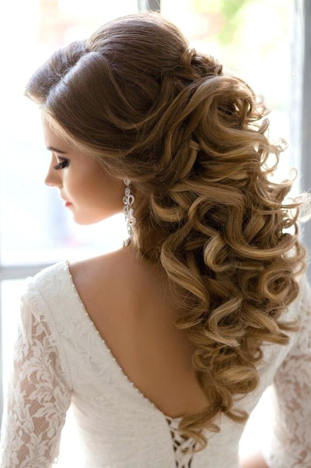 Half Up Half Down Wedding Hairstyles Half Up Half Down Curly Wedding In Half Up Half Down Curly Wedding Hairstyles (View 14 of 15)