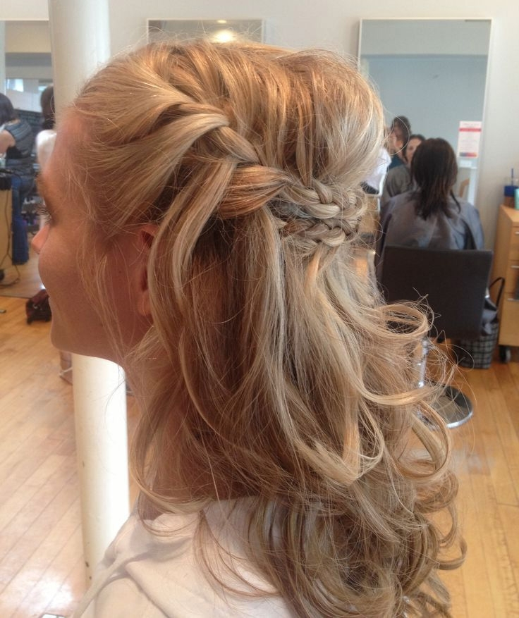 Half Up Half Down Wedding Hairstyles With Braids – Simple Yet With Half Up Half Down With Braid Wedding Hairstyles (View 13 of 15)