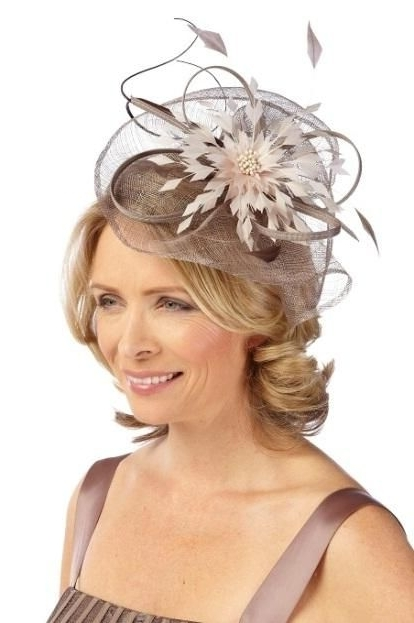 How The Mother Of The Bride Can Get A Modern Wedding Look With Regard To Wedding Guest Hairstyles For Medium Length Hair With Fascinator (View 9 of 15)