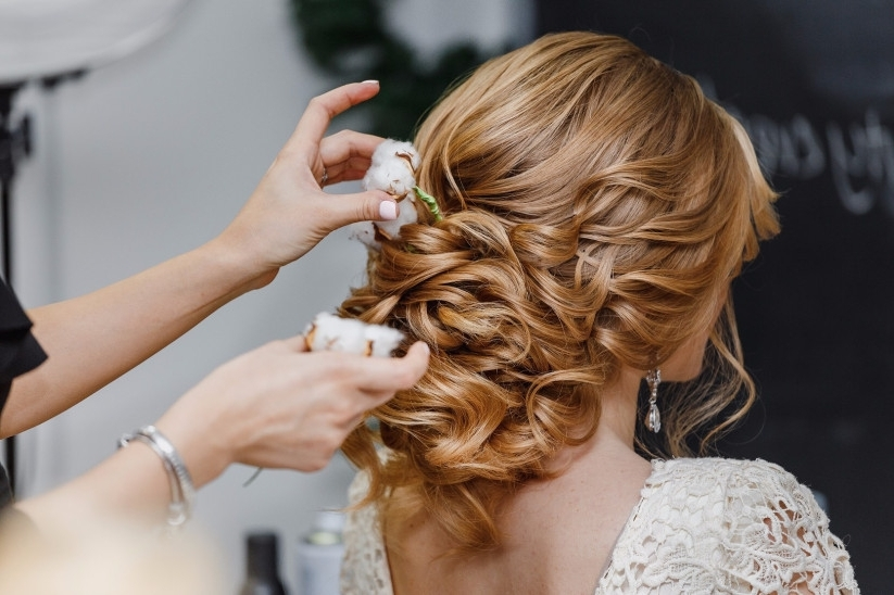 How To Put In Hair Extensions For Your Wedding Day – Weddingwire For Wedding Hairstyles With Hair Extensions (View 10 of 15)